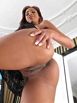 beautiful nude black booty
